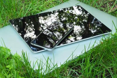 Telefonini, tablet & Co. Da oggi quelli da buttare si portano in negozio