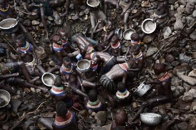 Un pianeta malato di spreco raccontato dalle fotografie di 'Scarcity-Waste'
