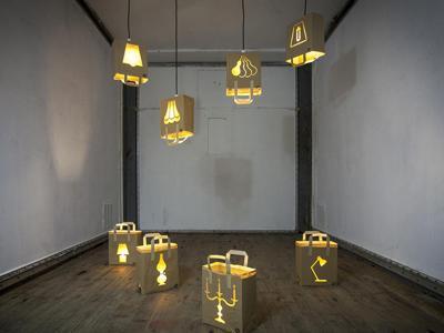 Lampade in carta riciclata, al Fuori Salone l'arte sposa l'economia circolare