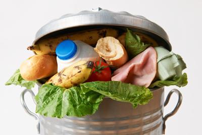 Spreco alimentare, nella pattumiera di casa 360 euro l'anno