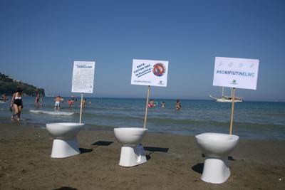 Raccolti 7mila cotton fioc su 46 spiagge italiane, arrivano dai Wc