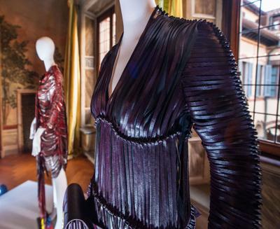 Il vino va di moda, il biomateriale per abiti e accessori è fatto di vinacce