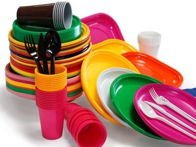L'Ue verso lo stop a piatti e posate di plastica