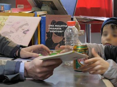 """L'iniziativa di un libraio di Polla: """"Un libro in cambio di una bottiglia di plastica"""""""