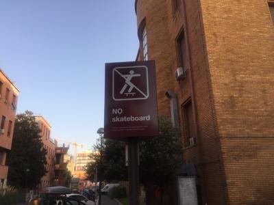 Roma: Sapienza, no agli skate sì alle auto. E la plastica c'è ancora
