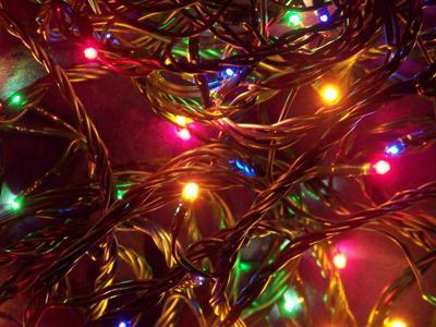 Luci di Natale, ecco come smaltire le decorazioni a fine vita