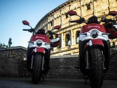 Acciona triplica la sua flotta di moto elettriche a Roma